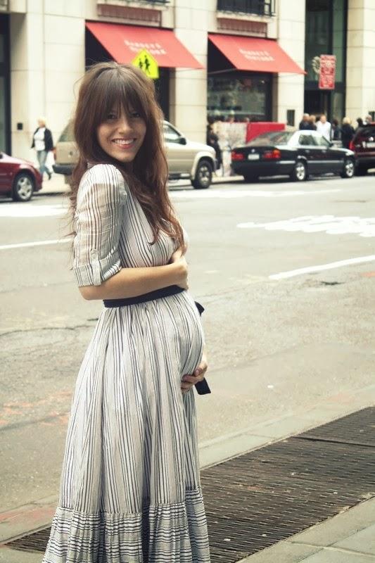 Mujeres embarazadas bien vestidas