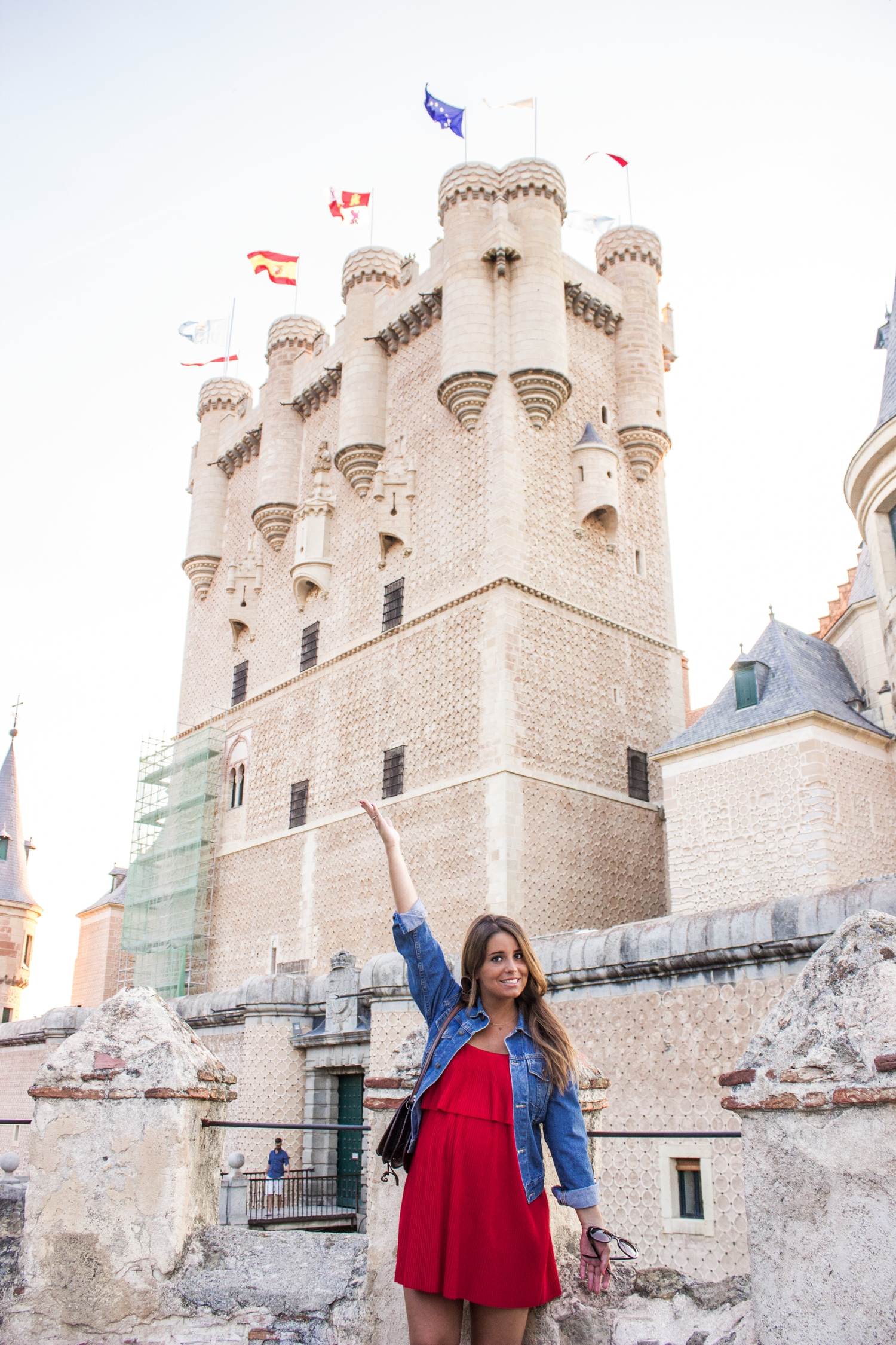 loreto-made-in-style-vestido-rojo-red-dress-segovia-leather-white-vans-denim-jacket-13