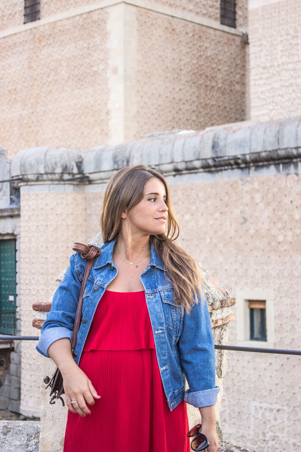 loreto-made-in-style-vestido-rojo-red-dress-segovia-leather-white-vans-denim-jacket-14
