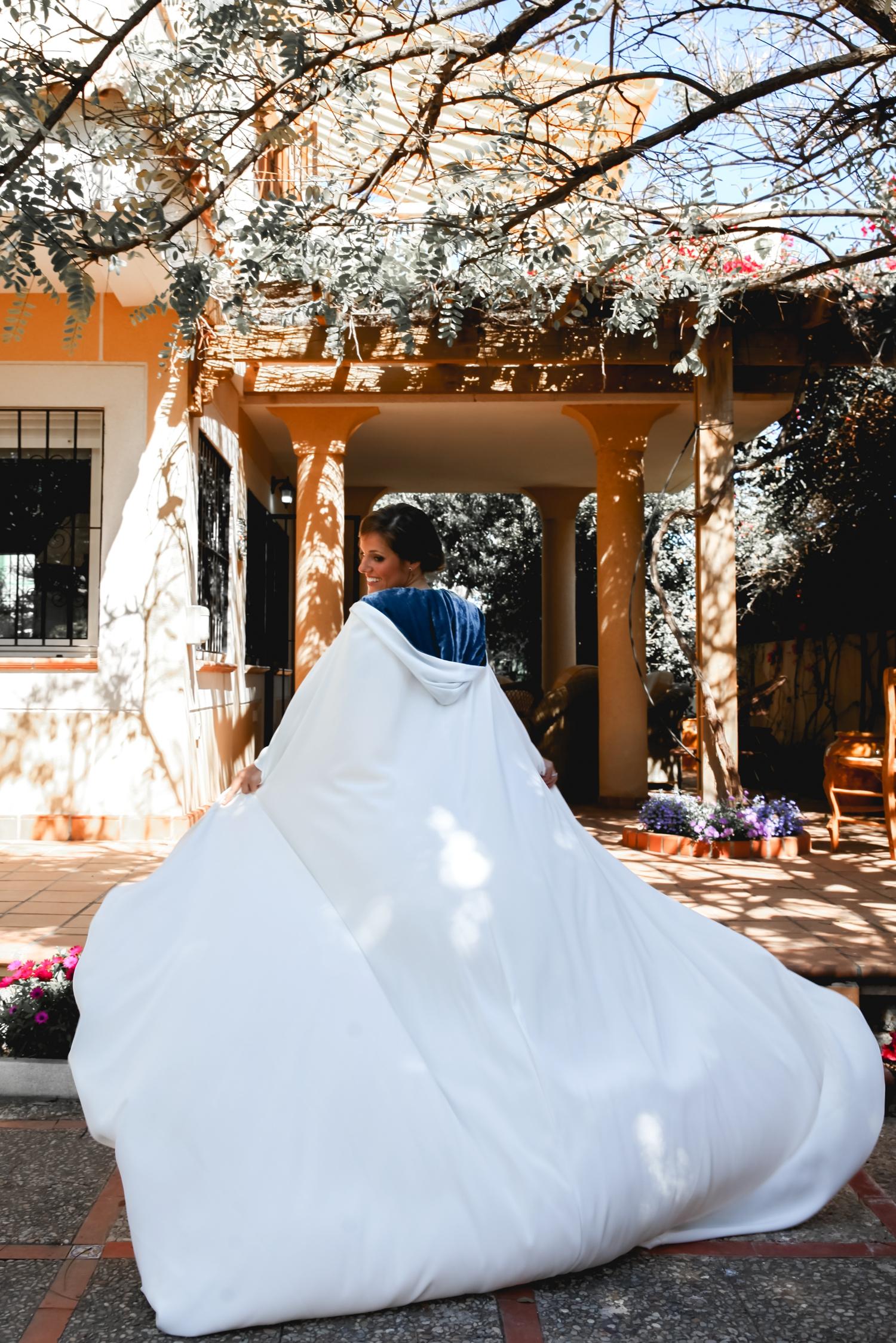 vestido-de-novia-con-capa-novias-de-invierno-tita-trillo-milano-bodas-made-in-style