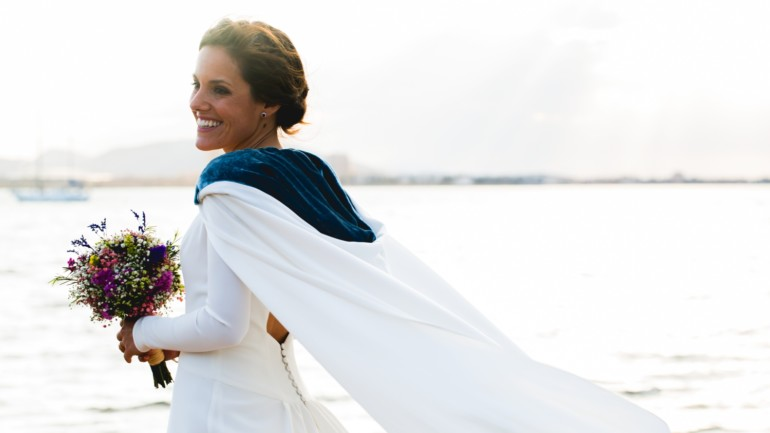 Tita y su vestido de novia con capa