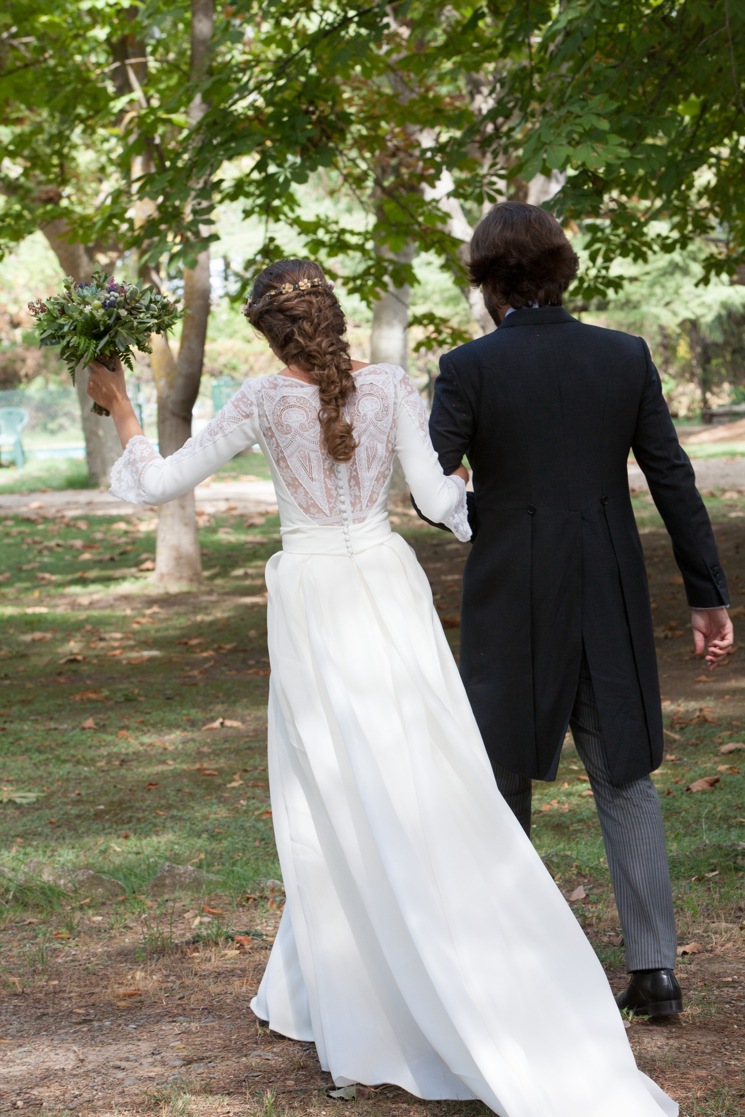 bodas-made-in-style-novios-vestido-de-novia-peinado-romantico-trenza