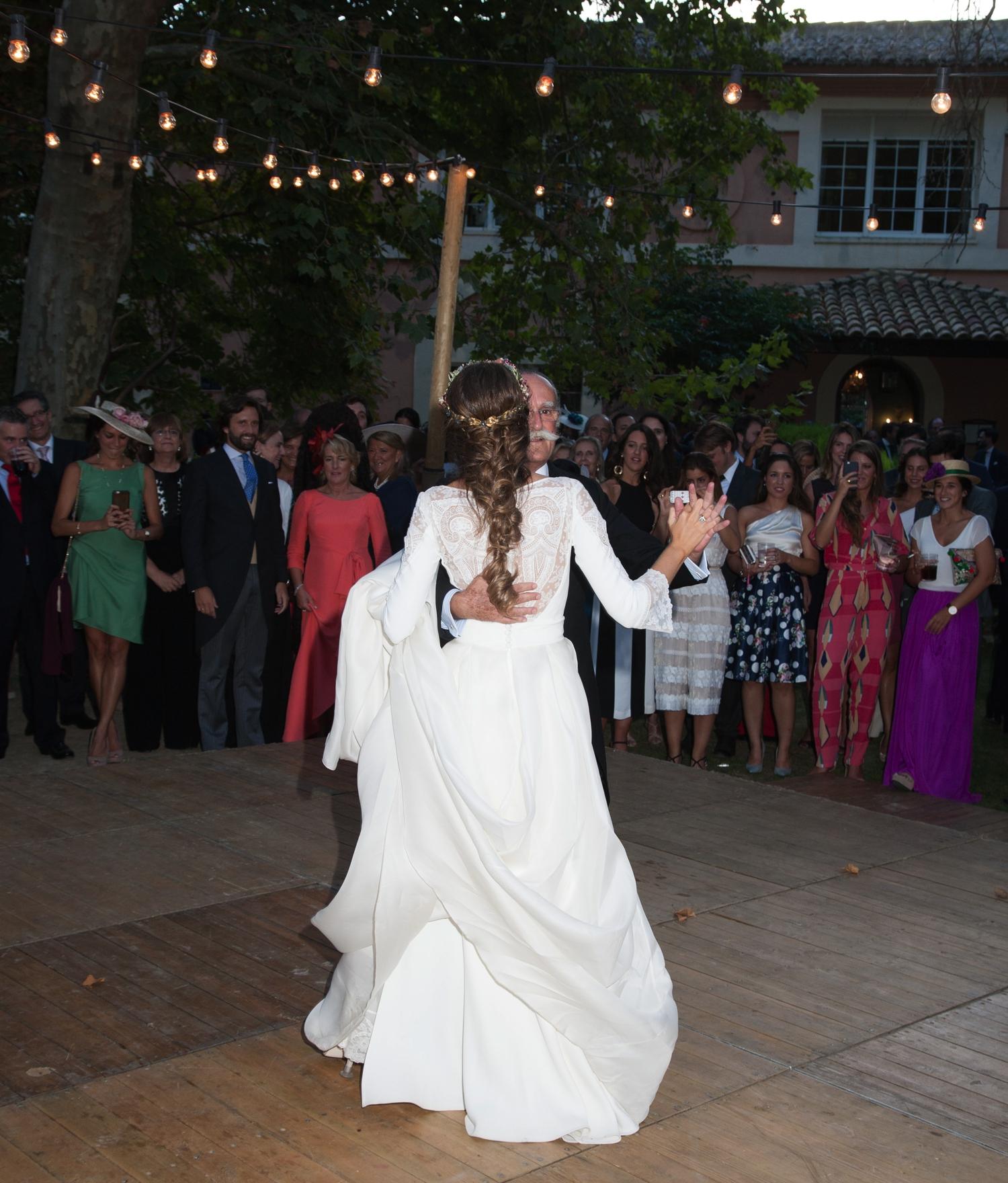 bodas-made-in-style-vestido-de-novia-navascues-baile-boda-de-bea-y-juan