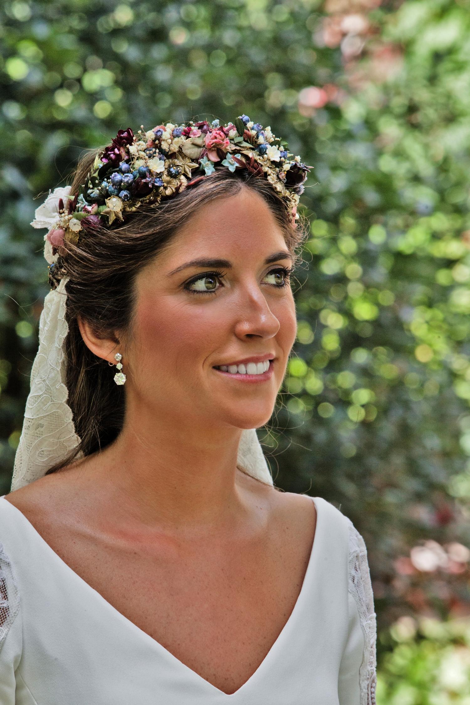 bodas-made-in-style-vestido-de-novia-navascues-corona-flores-sumacruz