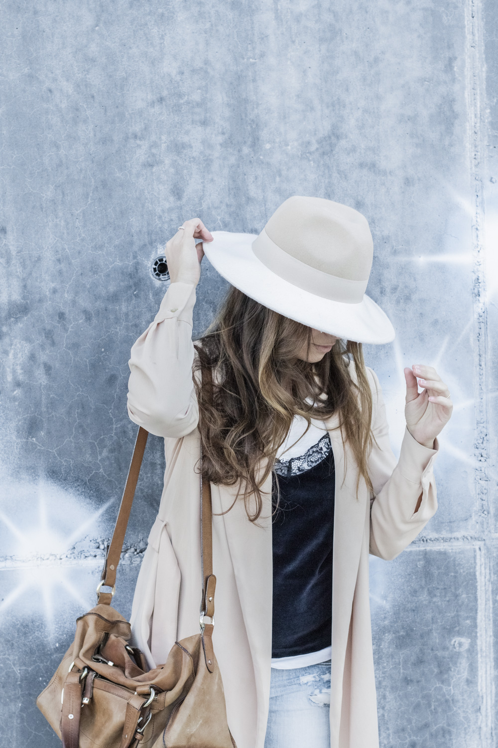 loreto_made_in_style_top_lencero_denim_trench_sombrero_blanco-11