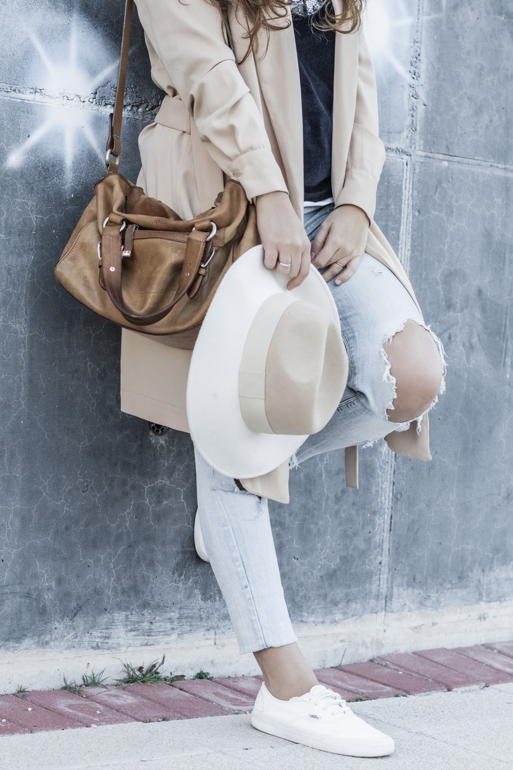 loreto_made_in_style_top_lencero_denim_trench_sombrero_blanco-12