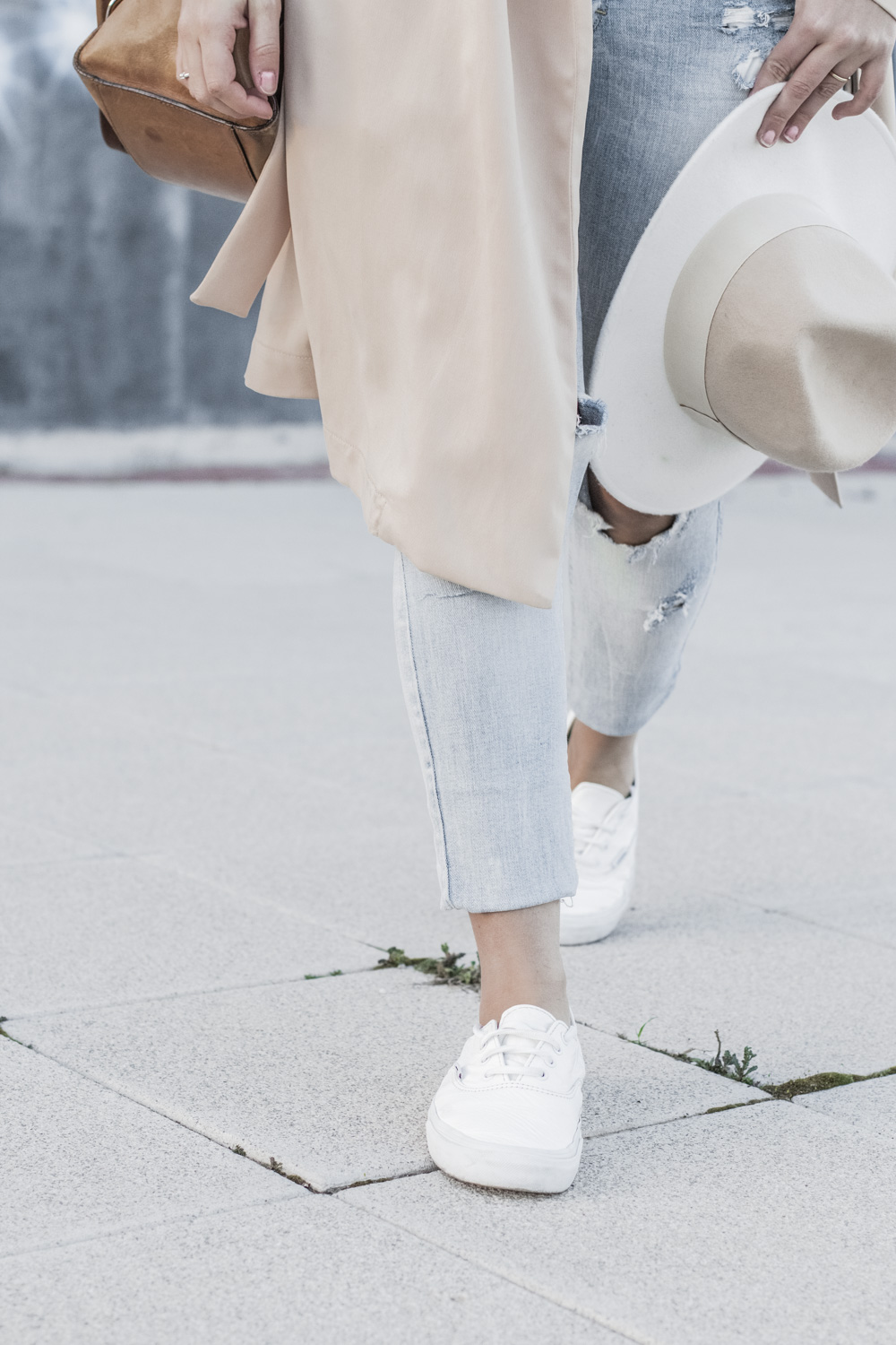 loreto_made_in_style_top_lencero_denim_trench_sombrero_blanco-2