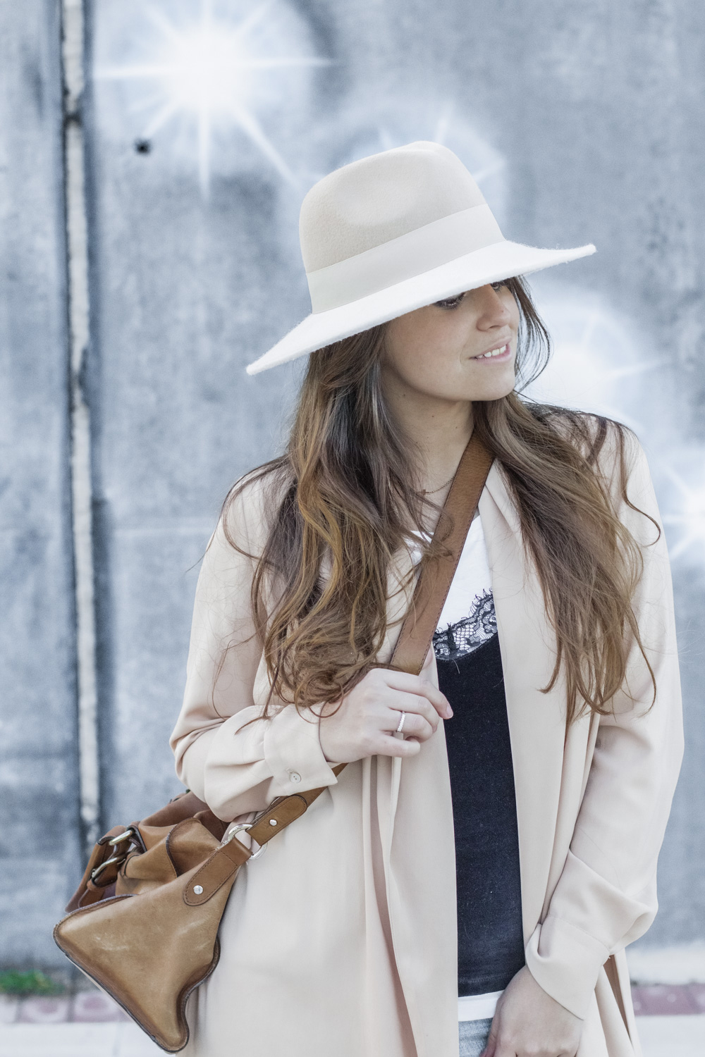 loreto_made_in_style_top_lencero_denim_trench_sombrero_blanco-26